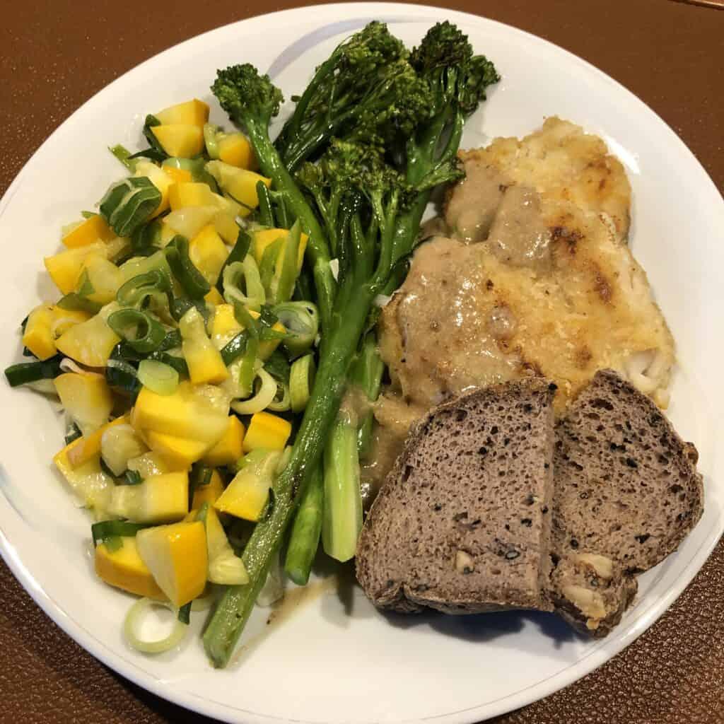 Kuller, glutenfrit valnøddebrød, grøntsager